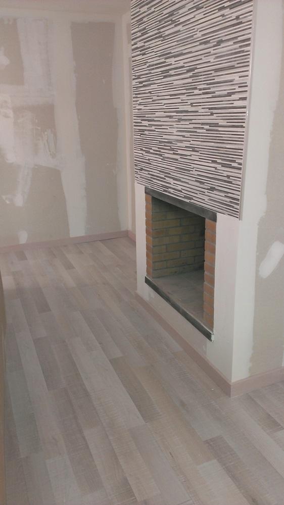 Proyecto suelo laminado en sala de juegos d3parket for Oferta suelo laminado