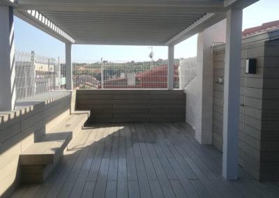 Proyecto terraza ático con pérgola bioclimática y tarima exterior sintética